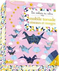 Mobile torsade oiseaux et nuages