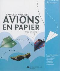 S'amuser avec des avions en papier