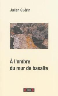 A l'ombre du mur de basalte
