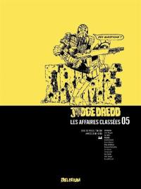 Judge Dredd. Volume 5, 2000 AD progs 156-207